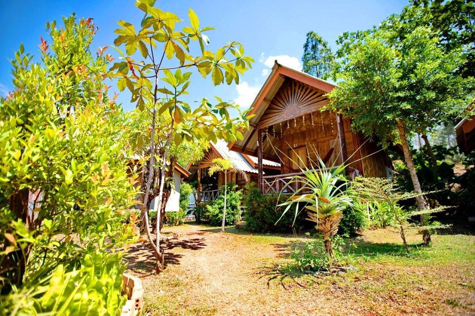 Huttes en bois logement koh lanta thaïlande