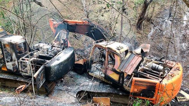 En el operativo destruyeron 25 retroexcavadoras y otra maquinaria, en el municipio de Mercaderes.<br>Foto: Cortesía Fuerza Aérea Colombiana