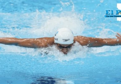 Luis Carlos Martínez nadando