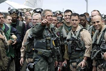 Bush, vestido de piloto de combate- AFP