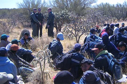 https://i1.wp.com/www.elpais.com/recorte/20060402elpdmgrep_1/SCO250/Ies/grupo_inmigrantes_detenido_desierto.jpg