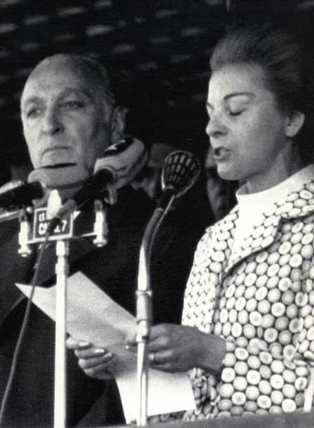 Maria Estela Martinez de Perón, junto a López Rega en 1975