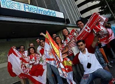 Aficionados del Sevilla antes del partido contra el  Getafe