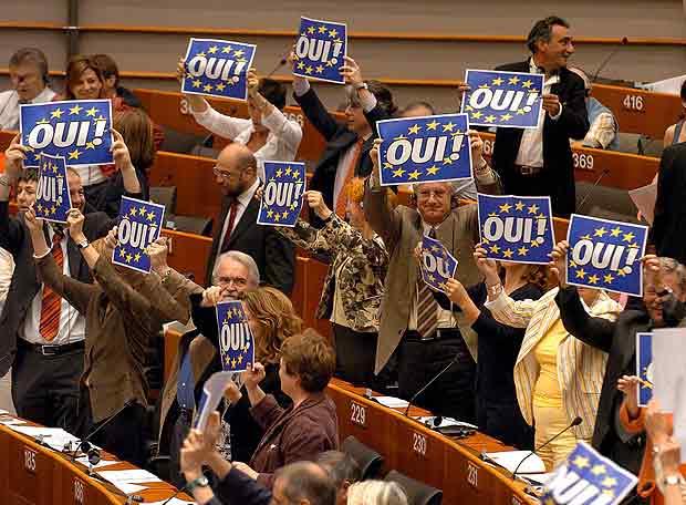 https://i1.wp.com/www.elpais.com/recorte/20071021elpdmgpan_1/LCO340/Ies/Vista_parcial_hemiciclo_Parlamento_Europeo_Bruselas.jpg
