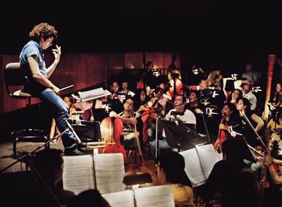 https://i1.wp.com/www.elpais.com/recorte/20080521elpepucul_4/XXLCO/Ies/Gustavo_Dudamel_dirige_Orquesta_Sinfonica_Juventud_Venezolana_Simon_Bolivar_reciente_concierto_Espana.jpg