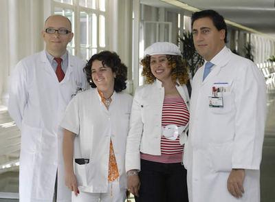 el Dr. Mart�nez Román, Dra. Muñoz, la paciente Silvia Rivas y el Dr. Fontdevila