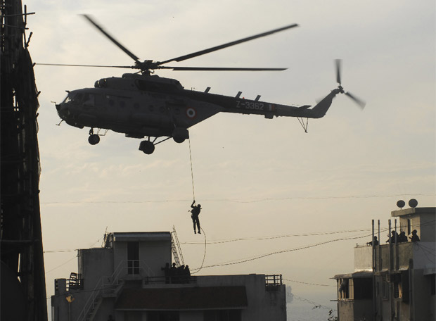 Terror en Bombay - Comandos especiales asaltan la residencia judia