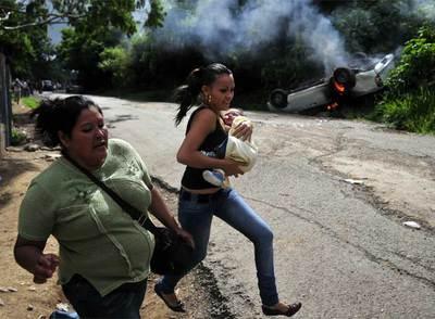 Seguidoras del depuesto presidente hondureño