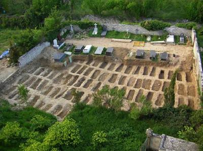 Imagen aérea de la fosa común de Valdenoceda, Burgos
