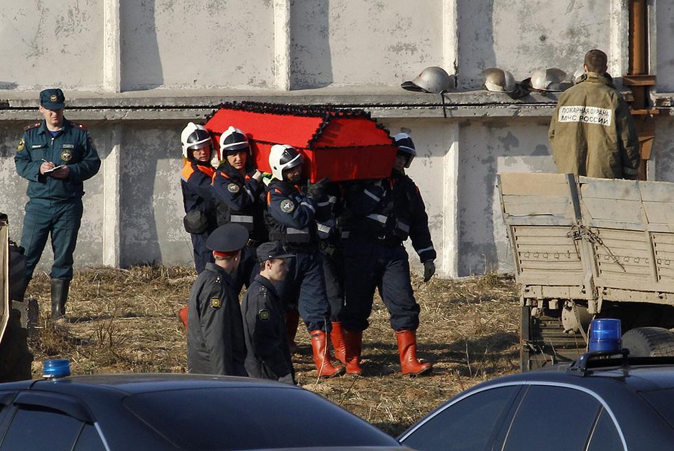 Muere en un accidente aéreo el presidente de Polonia  - Recuperación de los cadáveres