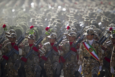 https://i1.wp.com/www.elpais.com/recorte/20100923elpepiint_5/XXLCO/Ies/Miembros_Ejercito_irani_marchan_desfile_militar.jpg