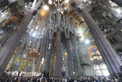 El interior de la Sagrada Familia de Barcelona