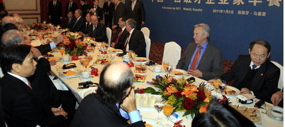 Li Keqiang and Miguel Sebastian head Chinese and Spanish delegations at joint breakfast