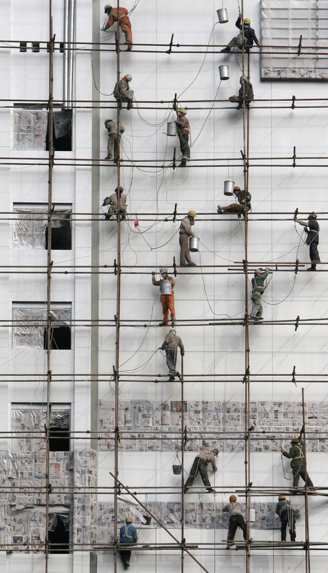 Un grupo de obreros chinos en Chengdu, provincia de Sichuan