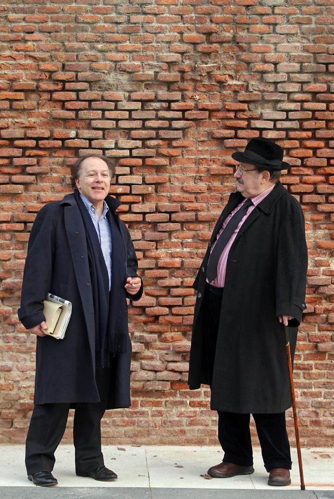 El escritor y académico español Javier Marías (izquierda) y el semiólogo italiano Umberto Eco