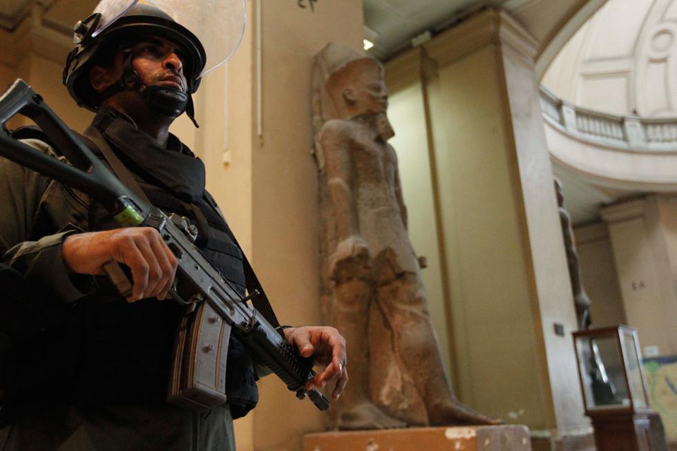 Protestas en Egipto  - Patrulla en el museo