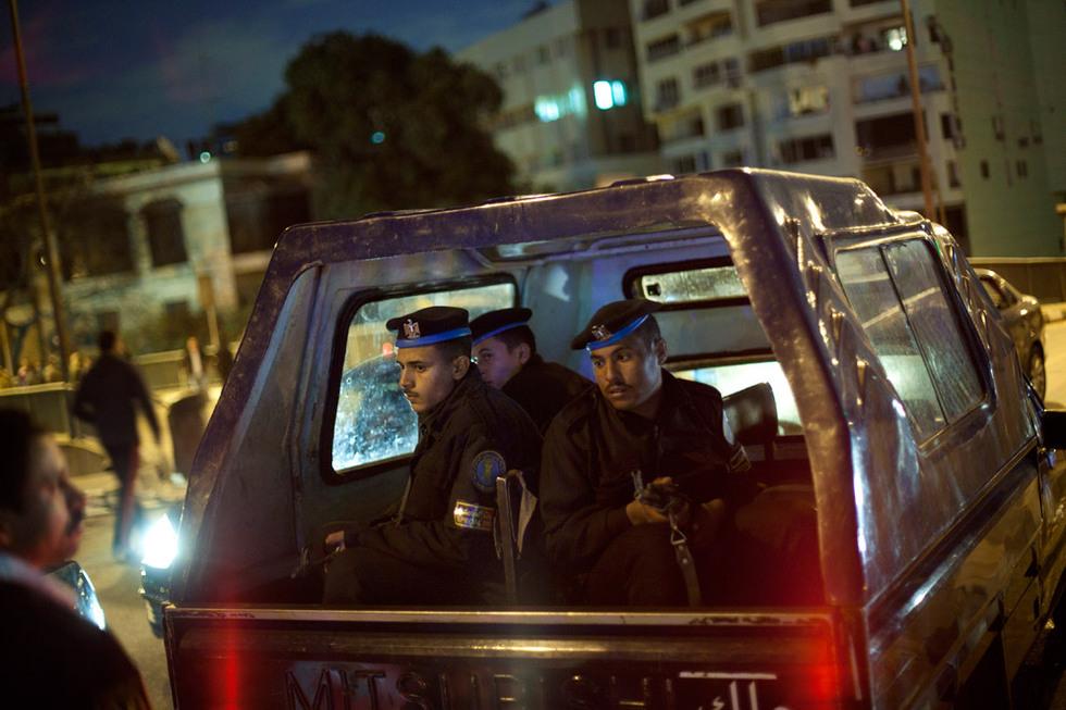 Protestas en Egipto  - Policías inspeccionados
