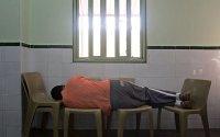 Un interno de la unidad psiquiátrica de Sevilla II.- GORKA LEJARCEGI  [Clic para ampliar la imagen]