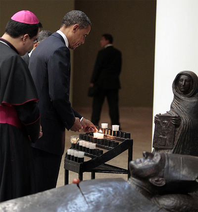Obama rinde homenaje a monseñor Romero