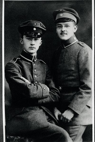 Heinrich Himmler, con sus padres y hermanos. Ernst, el pequeño, era el abuelo de Katrin.-