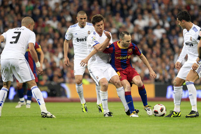 Iniesta Surrounded by Madrid Players