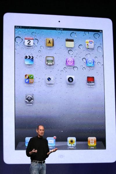 Steve Jobs presentando el nuevo iPad 2.