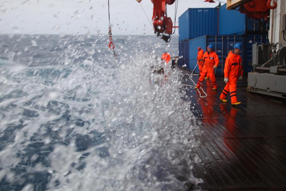 El barco 'Polarstern' de vuelta de la Antártida  - Trabajando en aguas revueltas