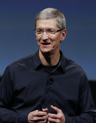 Tim Cook debuta como patrón de Apple