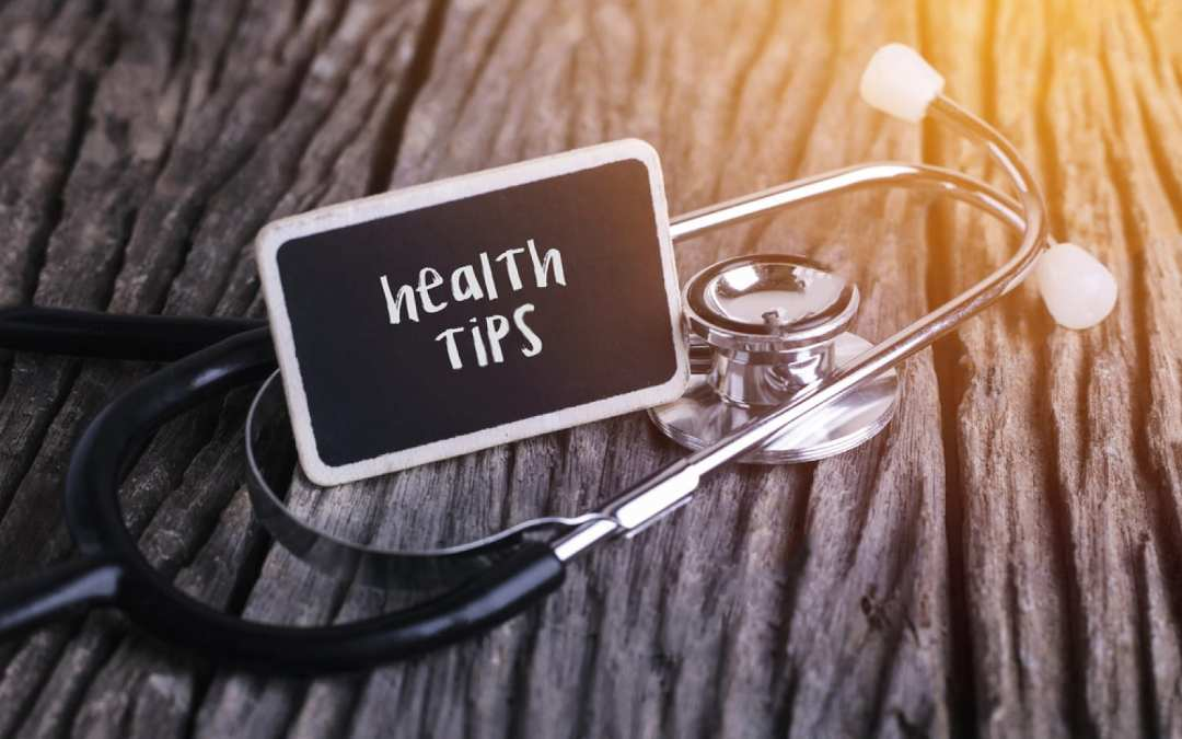 table with stethoscope and mini chalkboard that says health tips