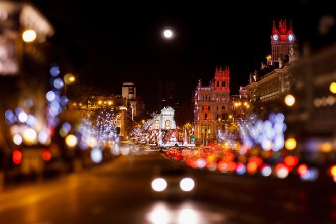 En el bus de la Navidad se recorren las principales vías de la capital para mostrar el alumbrado navideño (iStock).