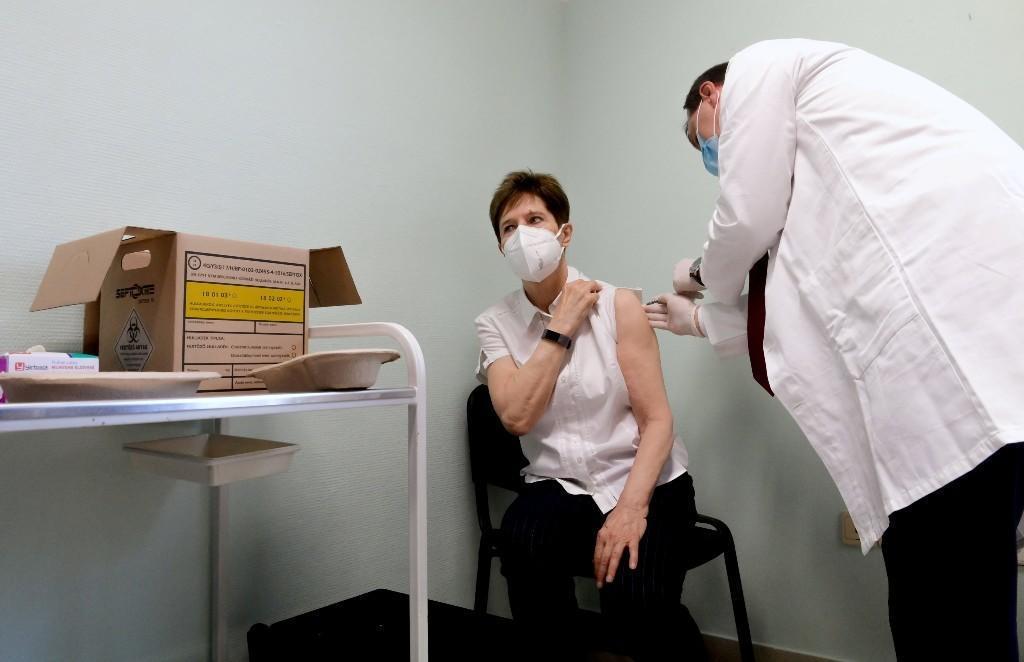 Hungría inicia vacunación contra covid-19