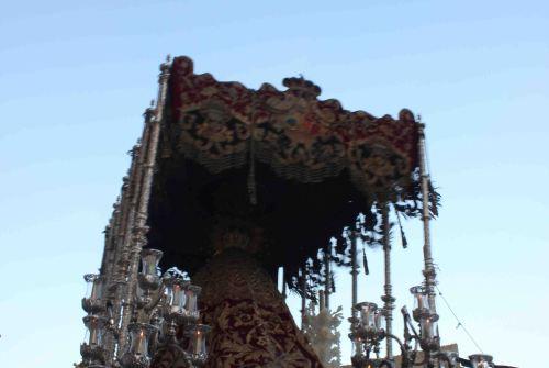 A PIE DE PASO: «La Virgen del Desamparo saliendo del Asilo de San José por última vez»