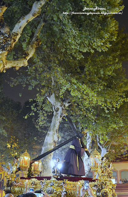 La fe que mueve a Sevilla, nueva galería de imágenes del traslado del Gran Poder a la Catedral