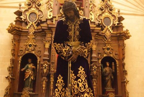 El traslado del Señor de la Vía Crucis a su Altar de Cultos en Vídeo
