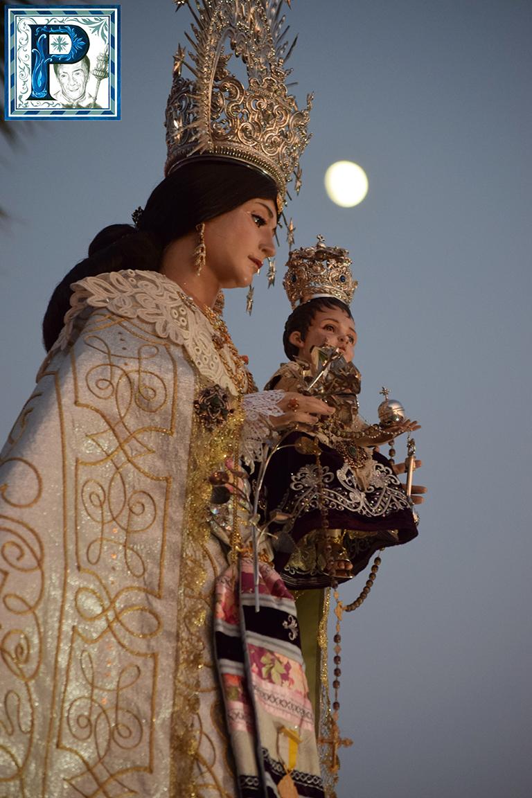 La procesión de la Virgen de la Salud de Jédula desde el objetivo de Lucas Álvarez