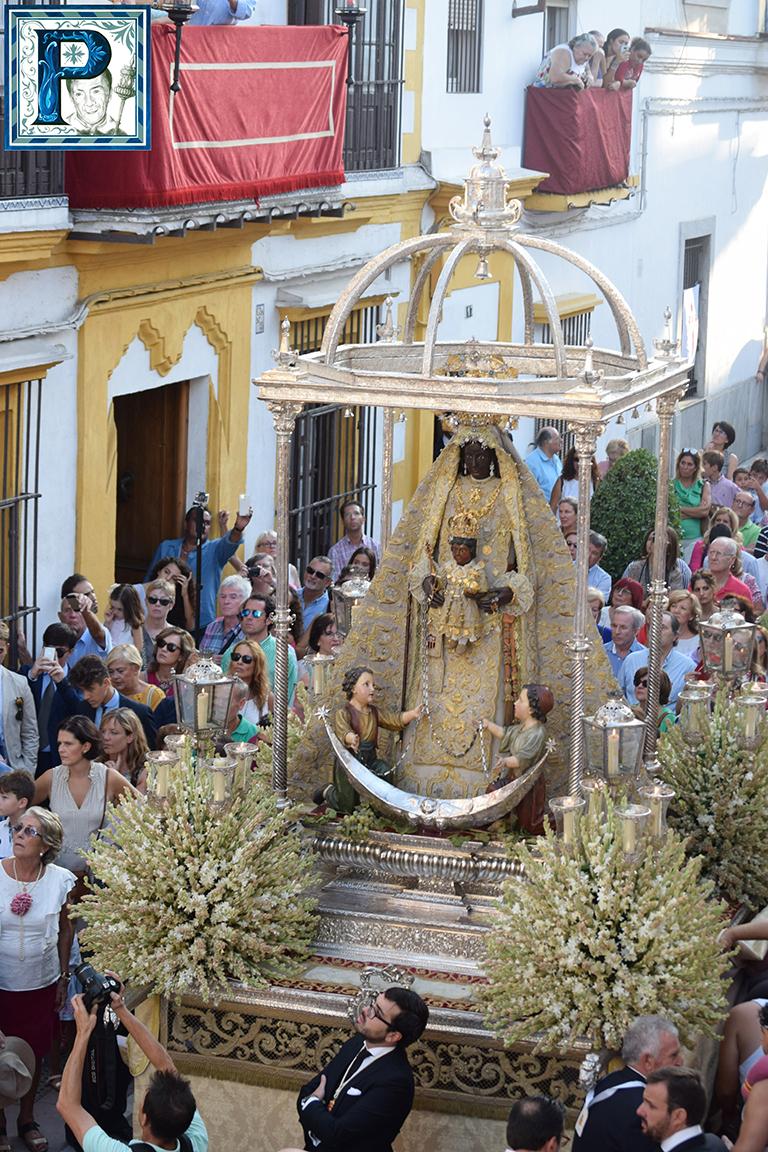 La procesión de la Virgen de la Merced desde el objetivo de Lucas Álvarez