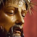 El besapies de despedida del Cristo de la Coronación desde el objetivo de Lucas Álvarez