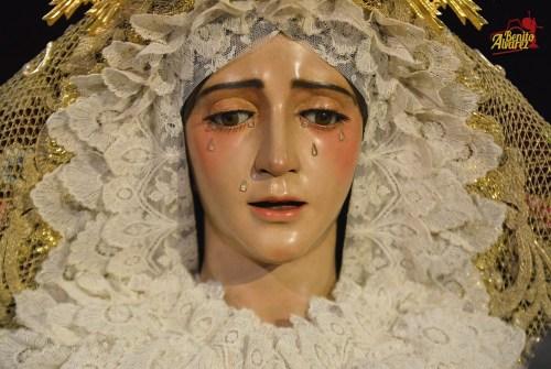 SEVILLA|El besamanos de la Virgen del Refugio desde el objetivo de Benito Álvarez