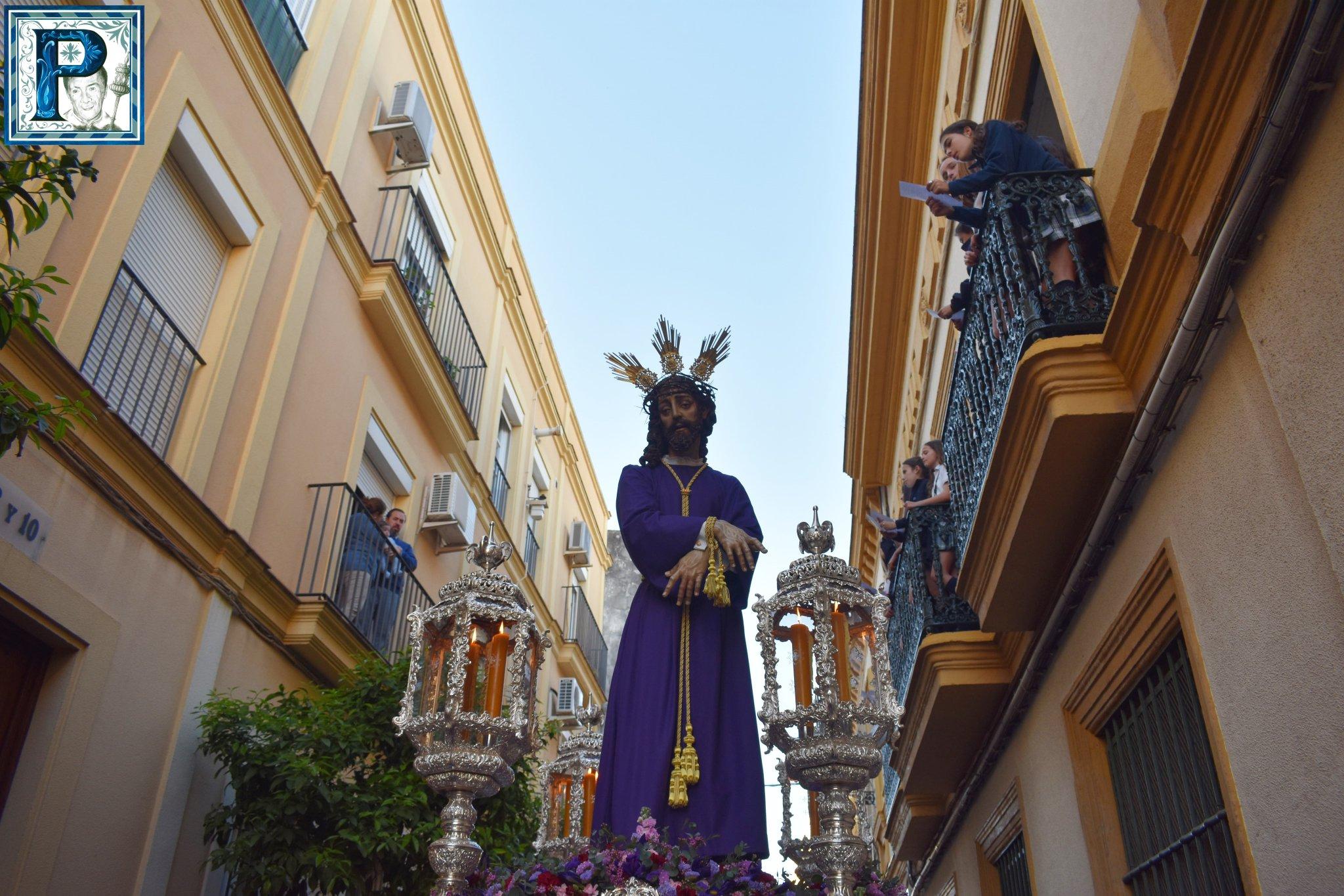 El Vía Crucis de la Unión de Hermandades desde el objetivo de Lucas Álvarez