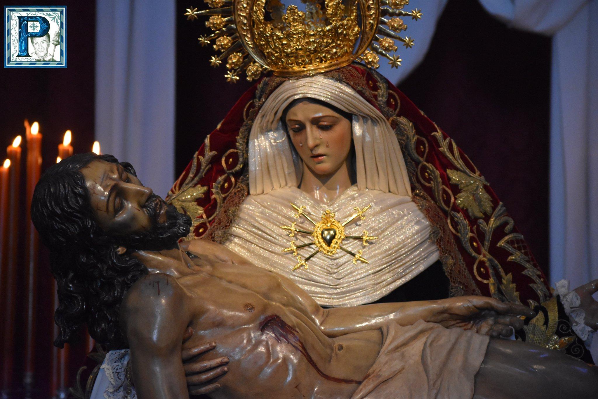 Los besamanos del Viernes de Dolores desde el objetivo de Lucas Álvarez