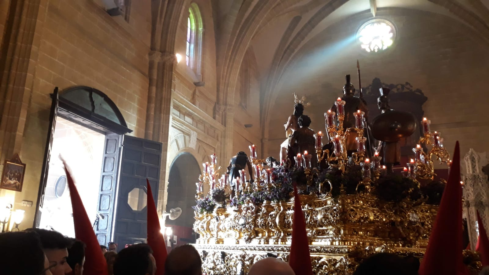 El Hotel Palacio Casa María Luisa acoge desde hoy una interesante exposición sobre la Semana Santa