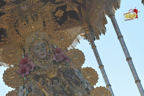 La salida de la Virgen del Rocío desde el objetivo de Benito Álvarez