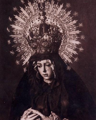 «El atuendo de luto y la Virgen Macarena» por Alfonso Sánchez Rico