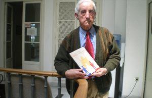 ENTRE AZAHARES: «El libro busca que el lector se convenza de que aquella era una gran Semana Santa»