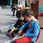 Superman y Batman no dejaron de pasarse por el Bibliopatio