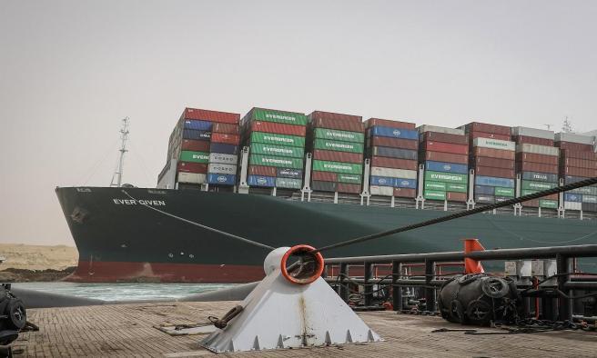 Liberan al buque Ever Given tras seis encallado en el Canal de Suez