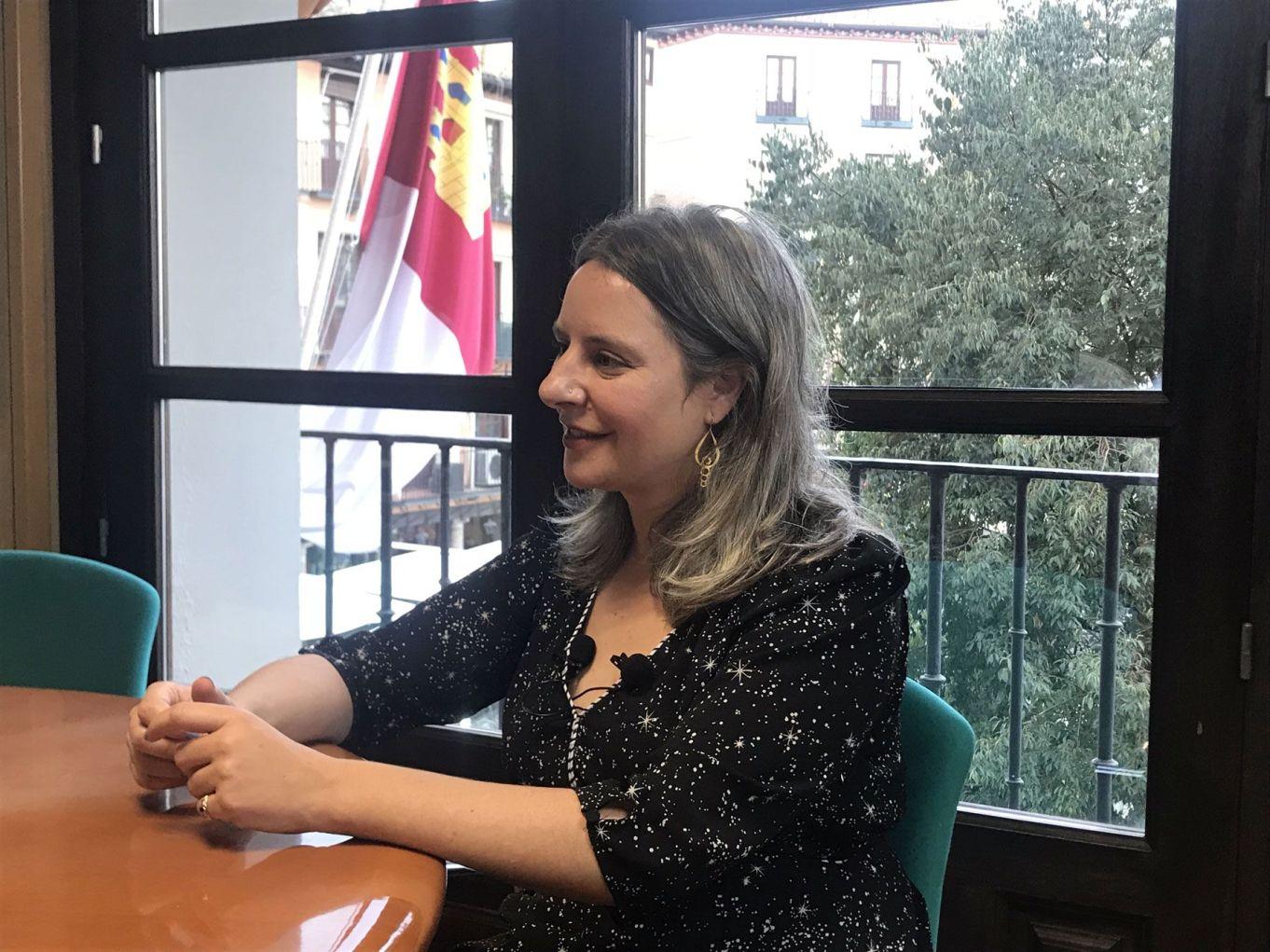 Araceli Martínez, directora del Instituto de la Mujer de Castilla La Mancha, durante la entrevista con Ángeles Álvarez y Marisu Moreno