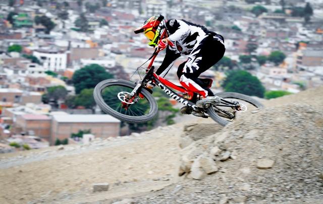 Sebastián Alfaro Downhill