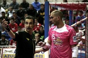 Rafa hablando con el árbitro