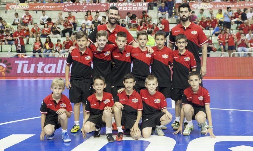 Homenaje al equipo Benjamín A ElPozo FS en el 2º Partido Semifinales
